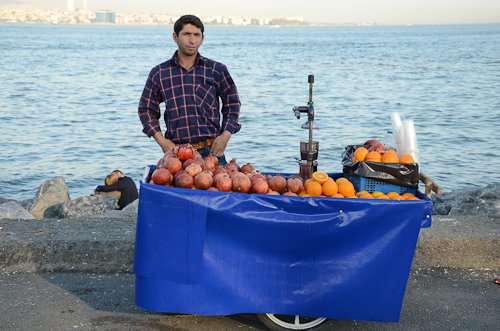 Istanbul_orange-pomegranate juice maker