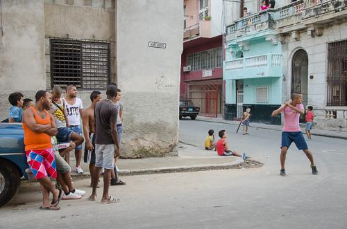 Havana_street baseball
