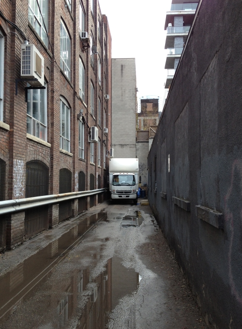 Existing alleyway adjacent to 545 King St W, photo courtesy of Quadrangle Architects