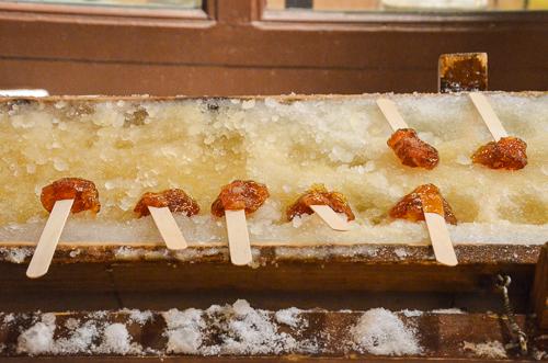 Une tradition québécoise: le tire d'érable (maple taffy)